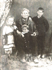 Robert Robertson Smith with some of his grandchildren (children of Thomas Smith)